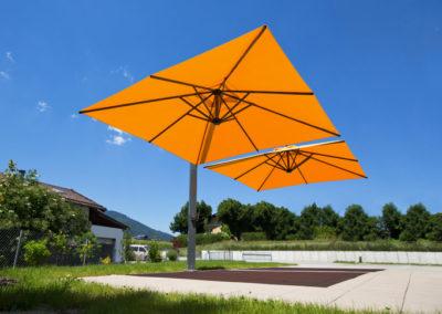 Parasol avec mât déporté par Georjon SA en Suisse